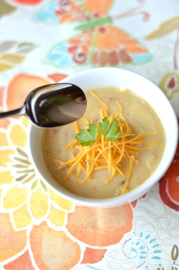 With just a handful of ingredients and roughly 30 minutes in the kitchen, this creamy loaded potato soup is the ultimate liquid comfort food and perfect to reheat for lunches or dinners!