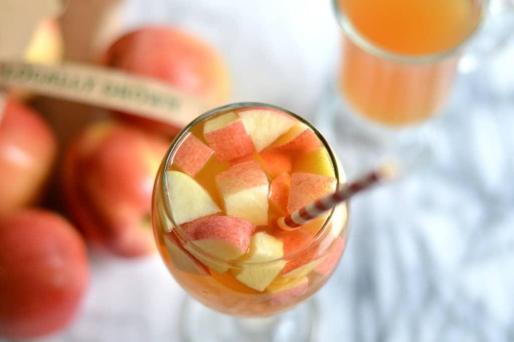 apple cider sangria cocktail