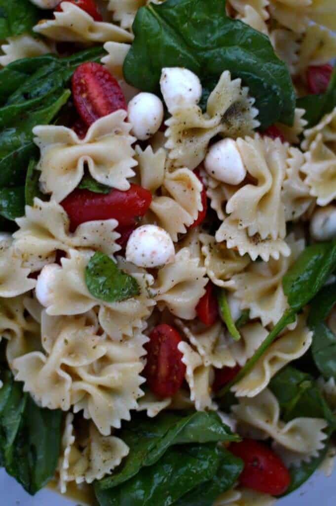 spinach tomato mozzarella pasta salad