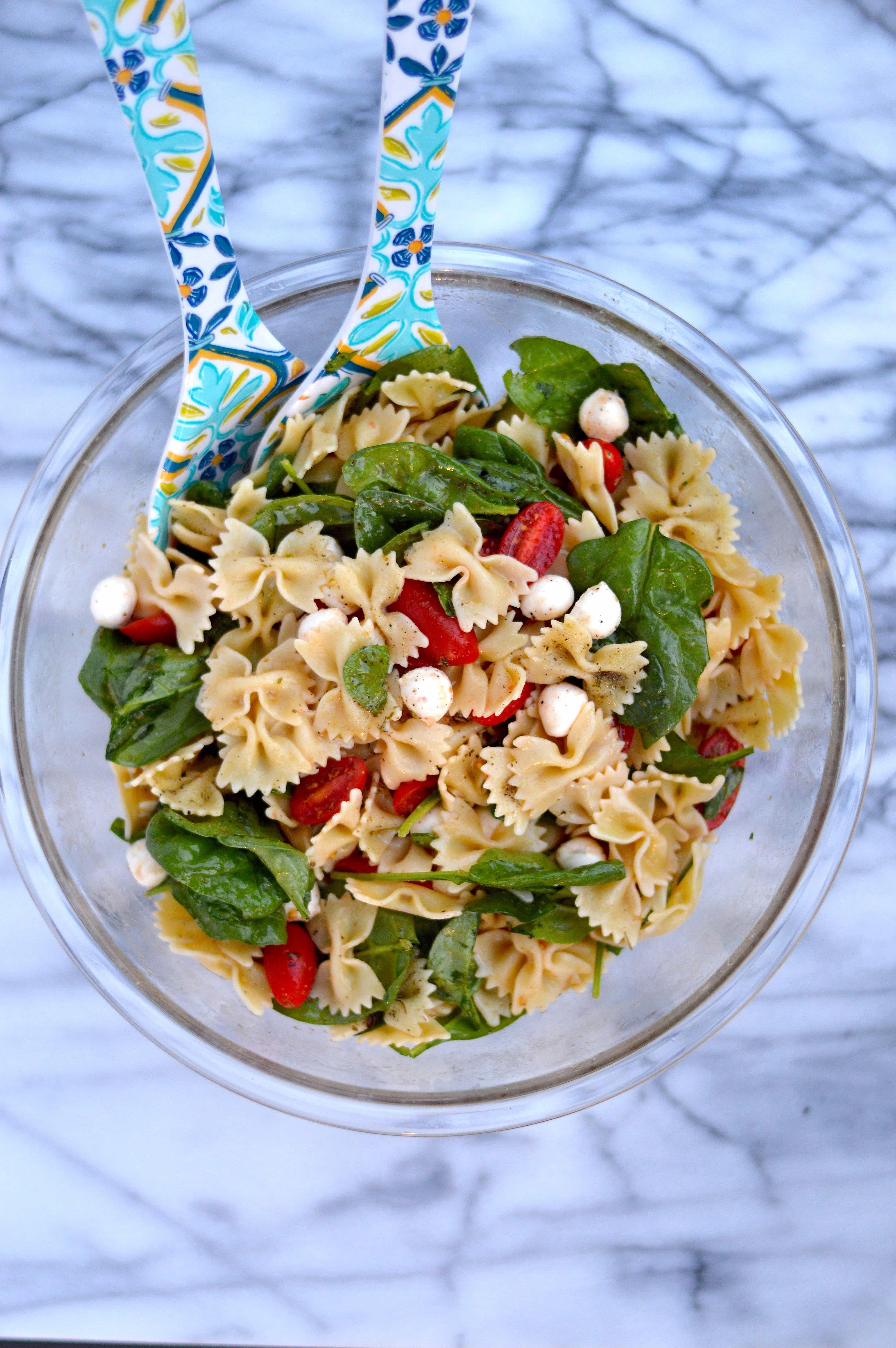 Fresh Spinach, Tomato and Mozzarella Pasta Salad