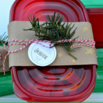 The holidays are coming, the holidays are coming! Don't show up unprepared or without a proper hostess gift! Take a peek at my simple tutorial on how to make a classy hostess gift (and then what kind of delectable cookies to fill it with!)