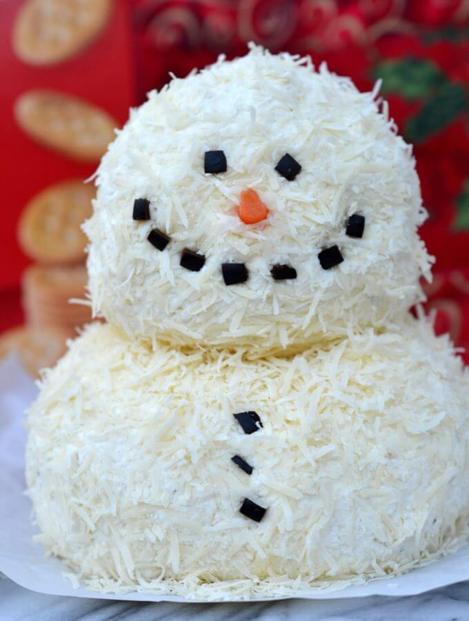 Garlic Parmesan Holiday Cheeseball